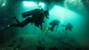 scuba-campers-underwater