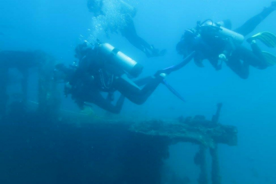 divers-ship