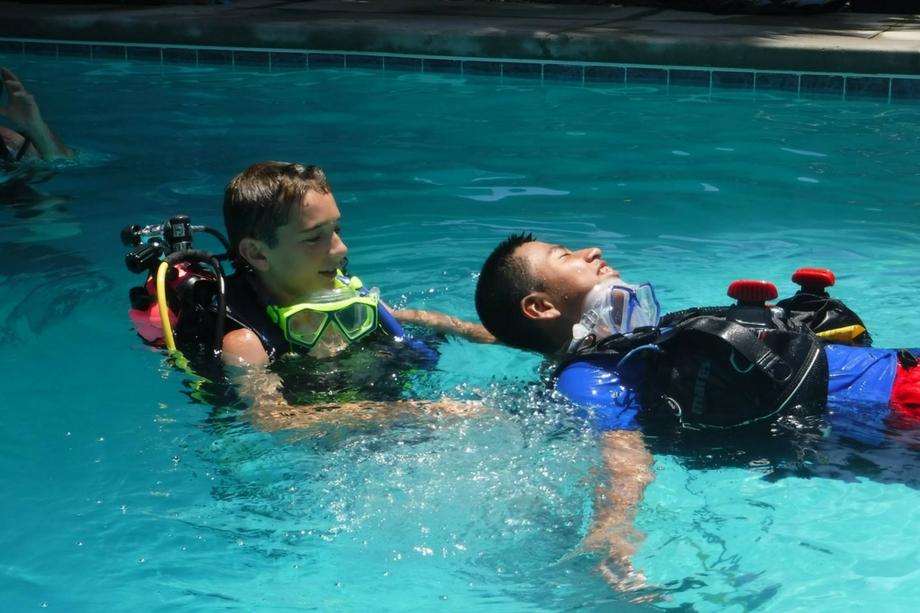 scuba-buddy-pair-practice