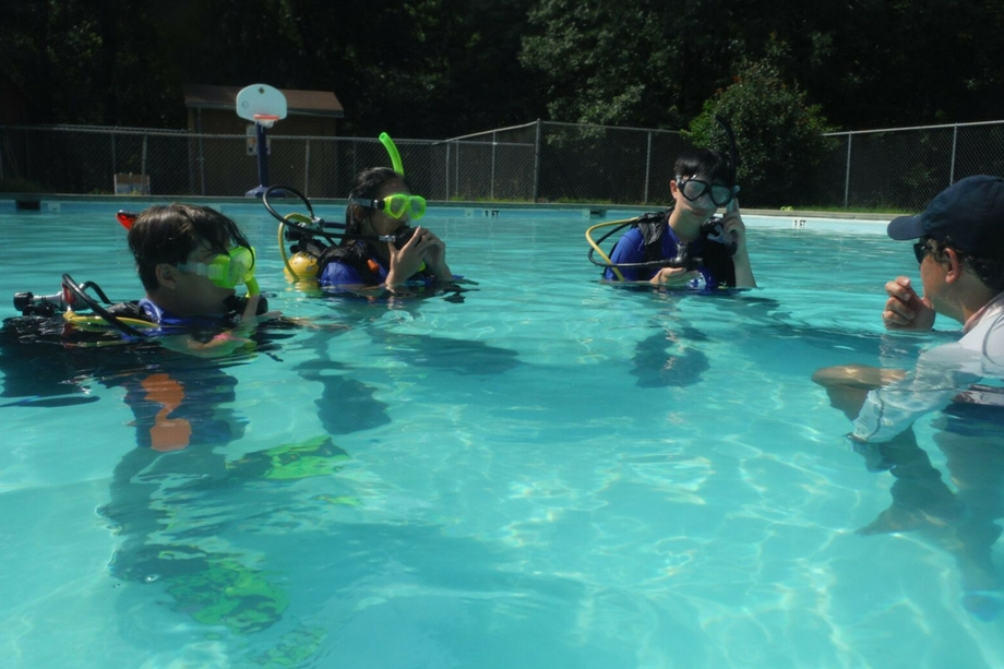 scuba-open-water-class-pool-lesson