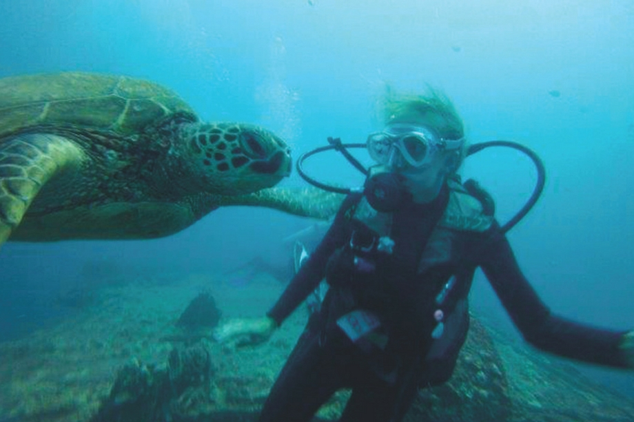 scuba-with-turtle